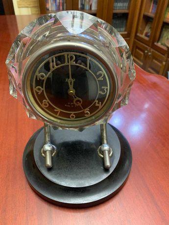 Часы настольные  300грн