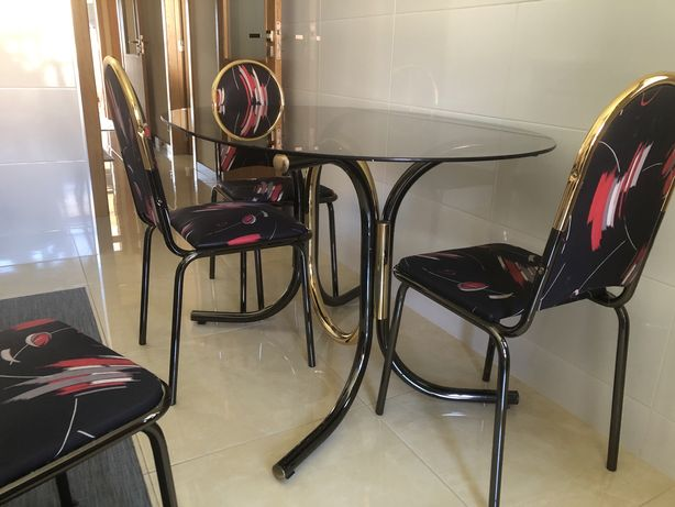 Mesa de Cozinha c/ 4 cadeiras - Excelente estado de conservação