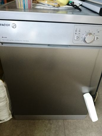Máquina de lavar, tem o termóstato estragado.