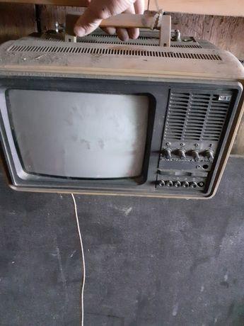 Stary przenośny telewizor