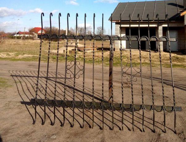 Ogrodzenie kute z bramą i furtką - 14 metrów