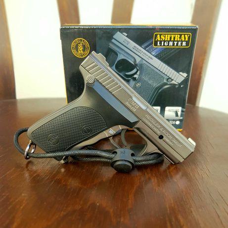 Зажигалка пистолет с лазерной указкой.