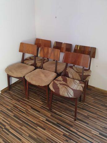 Sprzedam 6 drewnianych krzeseł