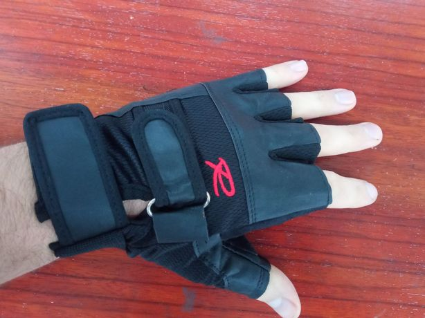 Перчатки спортивные для тренировок на турнике в спортзале