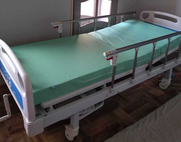 SOLID 2 Łóżko Szpitalne Ręczna Regulacja Wysokości