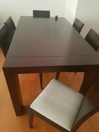 Mesa de Jantar e Cadeiras (Madeira maciça)