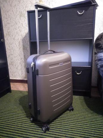 Продам дорожный чемодан V&V Travel серии Black Moon (маленький)