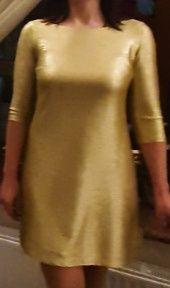 Золотистое женское платье