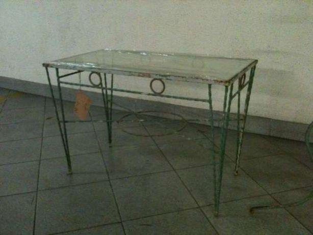 Mesa de apoio antiga em ferro e vidro e outros
