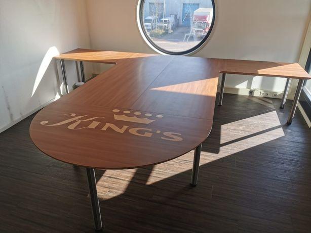 duży stół biurowy