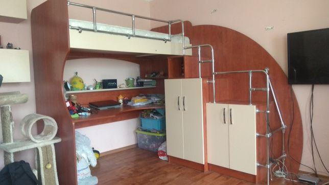 Матрас+Стенка спальная,учебный стол для ребенка ,рабочий стол детский