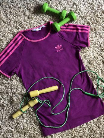 Спортивная фиолетовая футболка Adidas