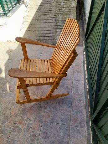 Cadeira de baloiço em madeira muito comoda nova