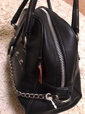 Черная итальянская сумка из натуральной кожи.
