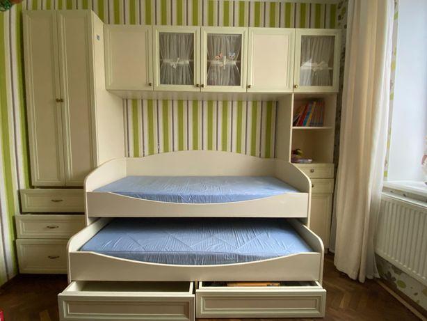 Комплект меблів для дитячої кімнати