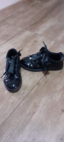 Lakierowane buty dla dziewczynki roz.31