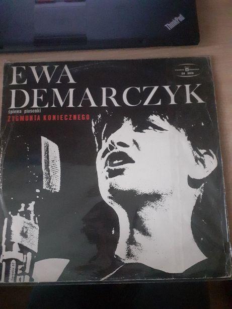 Płyta winylowa Ewy Demarczyk śpiewa piosenki Zygmunta Koniecznego.