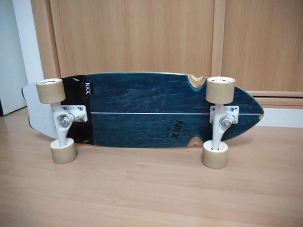 Surf skate 31 x 10.25, com rolamentos Reds Bones