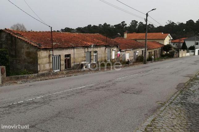 Conjunto de 10 moradias T2 para recuperar em Oliveira S. Mateus.