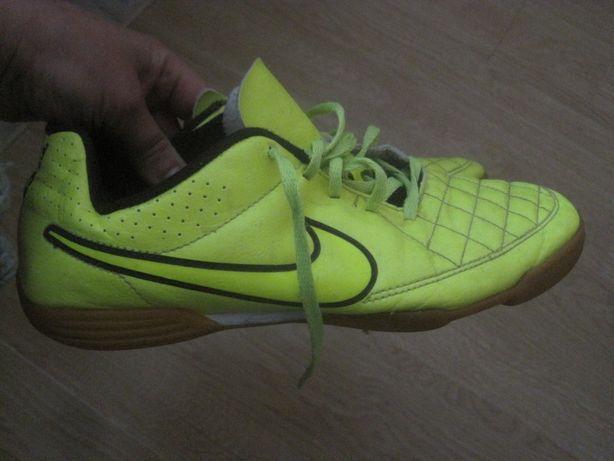 buty NIKE adidasy dla chłopca żółte 38 dł. 24 cm halówki