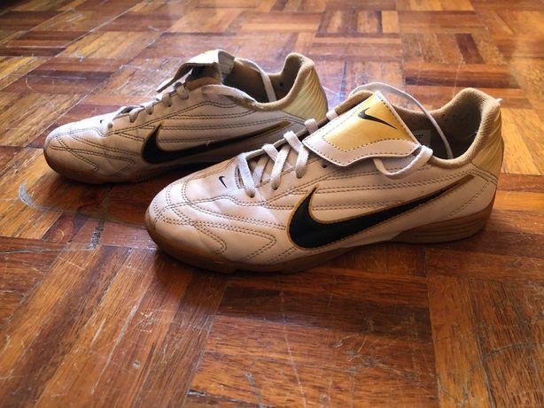 Chuteiras Futsal Nike 35 - Branco, Preto e Dourado