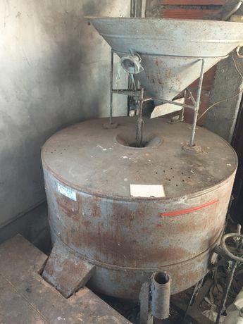 Moinho de milho com mó de pedra