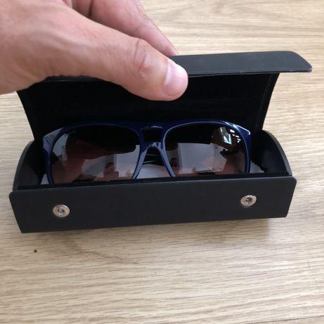 Oculos de sol UNOFFICIAL azuis... estao como novos.
