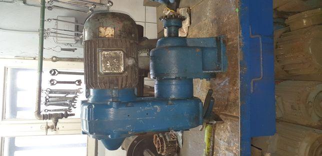 Przekladnia motoreduktor prosty 113obr z silnikiem elektrycznym 1,5kw