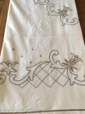 Toalha em linho com bordado da Madeira
