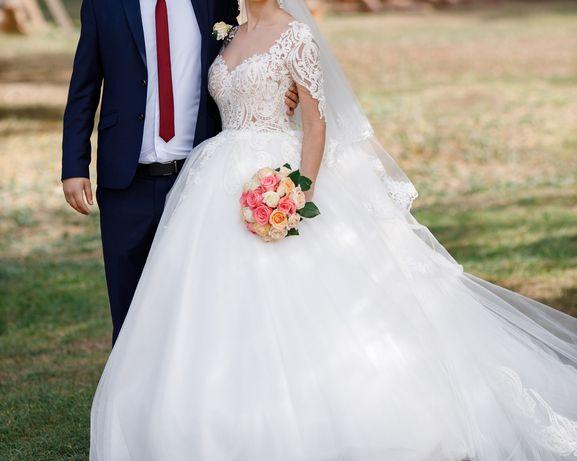 Продам шикарное свадебное платье со съемным шлейфом