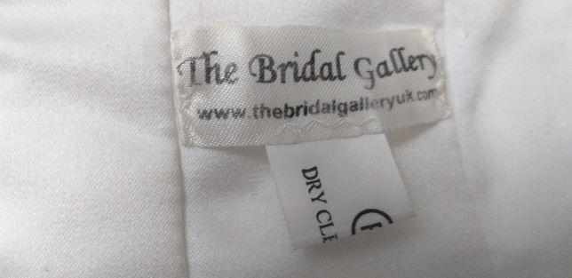 Suknia ślubna z trenem dwa w jednym szyta w Londynie