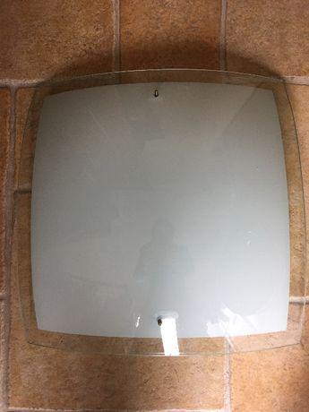 Candeeiro plafon vidro e estrutura branca .