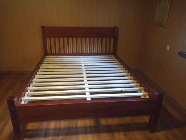 Solidne łóżko drewniane