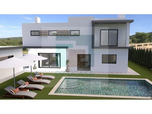 Moradia T4 Duplex com Piscina- Moradia em Fase de Construção