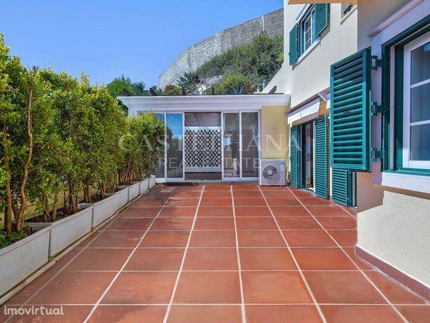 Apartamento no Monte Estoril com ginásio, piscina e estac...