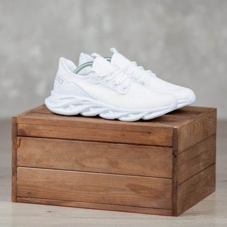 Мужские кроссовки на подарок парню в спорт зал для бега, фитнес белые