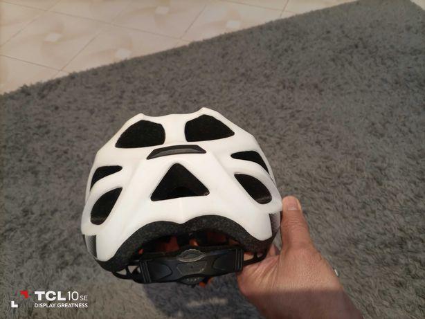 Capacete de ciclismo KTM em bom estado