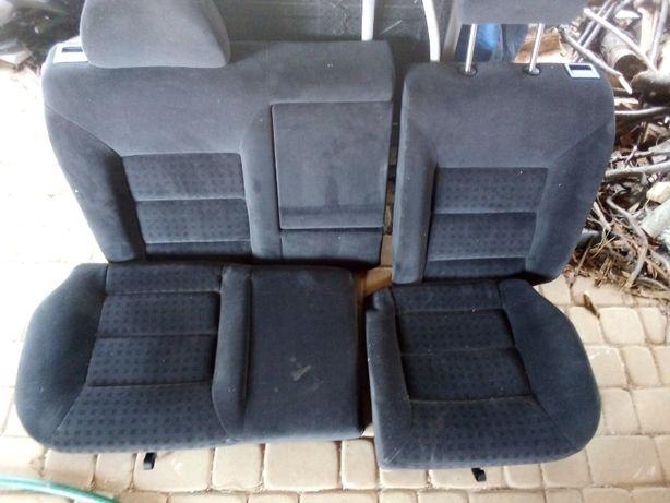 Foteli VW Golf IV 2002r tył