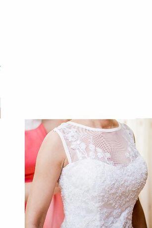 Suknia ślubna wzorowana na modelu Lilian West 6295; śnieżnobiała