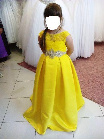 Випускне атласне плаття жовтого кольору на дівчинку 6-7 років