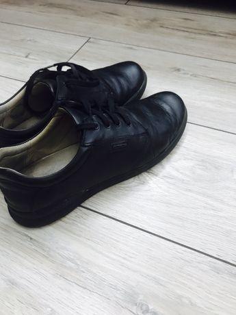 Продам подростковые ботинки
