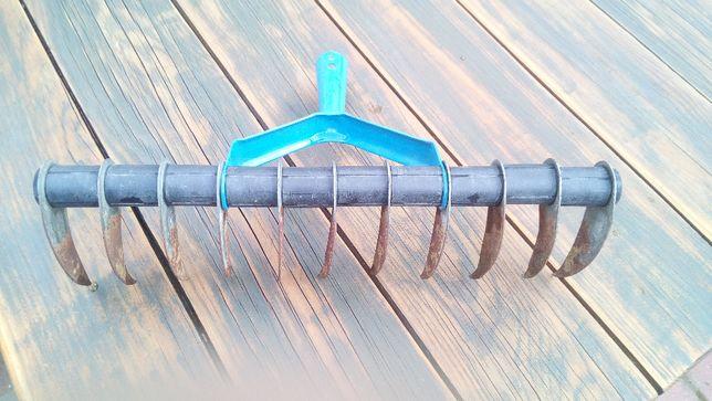 Aerator wertykulator ręczny do trawy