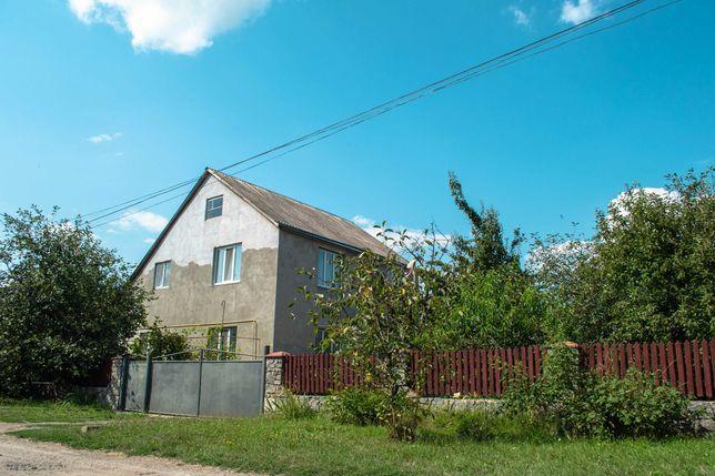 Продаж двохповерхового будинку та присадибної ділянки
