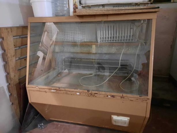 Продам торговую холодильную витрину б/у