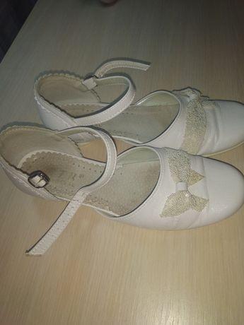 Детские туфли на каблуке кожзам