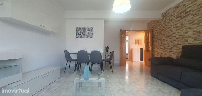 Apartamento T2 Arrendamento em Carregado e Cadafais,Alenquer