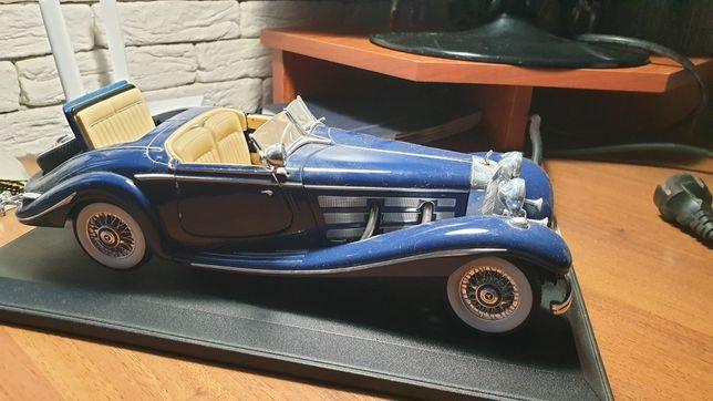 Модель  Mercedes Benz 1:18