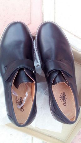 Продам школьные туфли на подростка