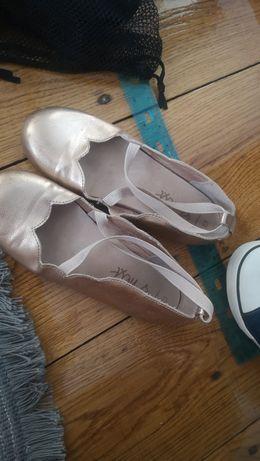 Обув для дівчинки