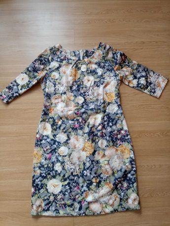 Elegancka sukienka w kwiaty 46